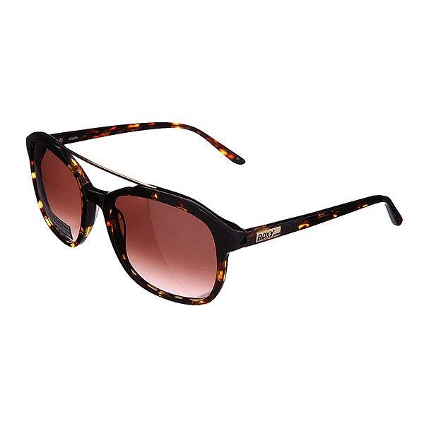 Очки женские Roxy Allessandra J Matt/Tor BurnСолнцезащитные очки<br>Элегантные солнцезащитные очки Allessandra от Roxy. Модель выполнена из глянцевого пластика черного цвета и декорирована металлической вставкой по верху.Технические характеристики: Оправа ручной работы из ацетата.Линзы ZEISS.100% защита от ультрафиолетовых лучей.Линзы 3 категории защиты для очень солнечной погоды.<br><br>Размер EU: One Size<br>Цвет: черный,коричневый<br>Тип: Очки<br>Возраст: Взрослый<br>Пол: Женский