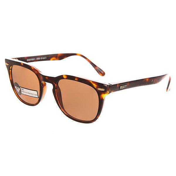 Очки женские Roxy Emi Matt/Tor BrownСолнцезащитные очки<br>Солнцезащитные очки из коллекции Roxy с отличной защитой глаз от яркого солнечного света.Технические характеристики: Оправа из нейлона.Прочные линзы из поликарбоната.100% защита от солнечных лучей.Линза 3 категории защиты для превосходной фильтрации в очень солнечную погоду.Линзы изготовлены в Италии.<br><br>Размер EU: One Size<br>Цвет: коричневый<br>Тип: Очки<br>Возраст: Взрослый<br>Пол: Женский