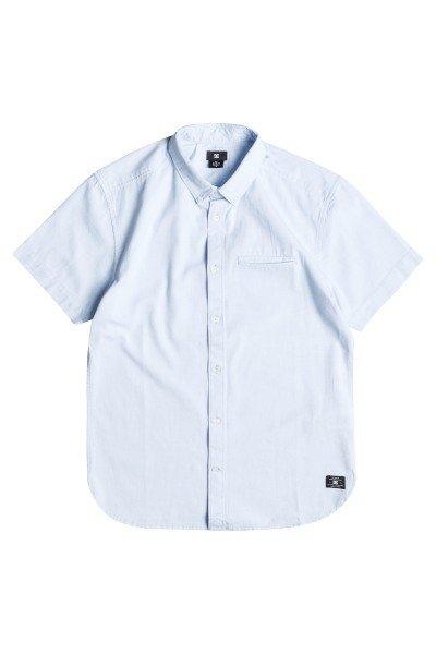Рубашка DC Oxford Wvtp Light BlueРубашки<br>В гардеробе каждого мужчины неизменно должна присутствовать классическая однотонная рубашка, которую вы сможете одеть по любому случаю.Характеристики:Классический крой. Короткие рукава. Классический воротник. Карман на груди.<br><br>Размер EU: L<br>Размер EU: M<br>Цвет: голубой<br>Тип: Рубашка<br>Возраст: Взрослый<br>Пол: Мужской
