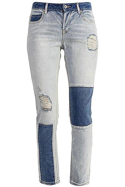 Джинсы прямые женские Roxy Rider Patch Pant Light BlueДжинсы<br>Джинсы-бойфренды Roxy выполнены из хлопкового денима с эффектом состаренности.Характеристики:Застежка на пуговицы. Шлевки для ремня. Пять карманов.<br><br>Размер EU: W26<br>Цвет: голубой,синий<br>Тип: Джинсы прямые<br>Возраст: Взрослый<br>Пол: Женский