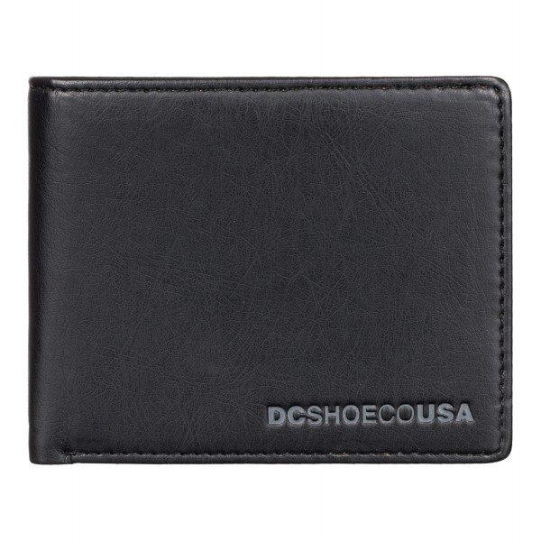 Кошелек DC Pre Mix BlackКошельки<br>Мужской кошелек из мягкого полиуретана Pre Mix от DC Shoes.Технические характеристики: Материал - мягкий полиуретан.Внутреннее отделение для мелочи на молнии.Слоты для карточек.Отделение для денег.Текстурированный логотип  DC.<br><br>Размер EU: One Size<br>Цвет: черный<br>Тип: Кошелек<br>Возраст: Взрослый<br>Пол: Мужской