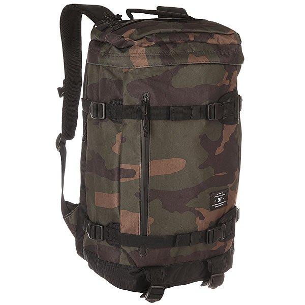 Рюкзак спортивный DC Rucky Iv Bold Camo GreenРюкзаки и Сумки<br>Практичный вместительный рюкзак, напоминающий армейский ранец. DCRuckyIII– отличный пример вместительности и одновременно аккуратного силуэта. 25 литров полезного пространства снабжены мягким внутренним отсеком для ноутбука и двумя боковыми карманами, в которых можно переносить, например, бутылку с водой, зонтик и полезные мелочи. Характеристики:Рюкзак с клапаном на молнии.Небольшой карман на молнии со стороны спинки, расположенный в клапане.Внутренний мягкий отсек для ноутбука. Боковой карман на молнии.Боковой карман с прямым доступом на кнопке. Мягкие регулируемые лямки.Поперечный регулируемый ремешок. Мягкая спинка. Нижние регулируемые утягивающиеся стропы. Усиленное дно рюкзака. Простроченные стропы на фронтальной части.<br><br>Размер EU: 30 л.<br>Цвет: черный,зеленый,коричневый<br>Тип: Рюкзак спортивный<br>Возраст: Взрослый<br>Пол: Мужской