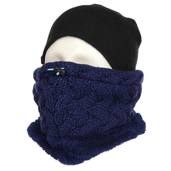 Шарф труба женский Roxy Love&amp;snowcollar Blue PrintШарфы<br>Первый в мире шарф, который заботится о Вашей коже. Ледяной ветер, сухой воздух, сильный мороз или постоянное трение вследствие контакта с текстилем экипировки – все это способно привести к обезвоживанию и раздражению кожи, особенно кожи лица и шеи. Объединив свои разработки и многолетний опыт, торговые марки ROXY и BIOTHERM представляют линейку ENJOY &amp; CARE – уникальный модельный ряд аксессуаров, которые по-настоящему заботятся о Вашей коже.Технические характеристики: Технология Biotherm X ROXY ENJOY &amp; CARE - изделие пропитано особым питательным косметическим составом, защищающим кожу от холода и ветра во время активного отдыха.Отделка люрексом.Утяжка в верхней части шарфа для более плотного прилегания.Нашивка Roxy.<br><br>Размер EU: One Size<br>Цвет: синий<br>Тип: Шарф труба<br>Возраст: Взрослый<br>Пол: Женский