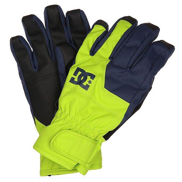 Перчатки сноубордические DC Seger Glove Tender ShotsПерчатки<br>Теплые и водонепроницаемые перчатки, с которыми Вы всегда будете на связи. Благодаря специальной вставке на указательном пальце, Вы сможете без проблем пользоваться гаджетами и при этом не мерзнуть на холоде.Характеристики:Мембранный материал 10К. Утеплитель 150 г. Специальная вставка на указательном пальце, позволяющая пользоваться сенсорным экраном. Вставка из замши на большом пальце для протирания маски.Регулируемая манжета на липучке. Регулируемый шнурок. Фирменный логотип. Материал: вощеный полиэстер, полиуретан и замша.<br><br>Размер EU: L<br>Размер EU: XL<br>Размер EU: M<br>Цвет: зеленый,синий<br>Тип: Перчатки сноубордические<br>Возраст: Взрослый<br>Пол: Мужской