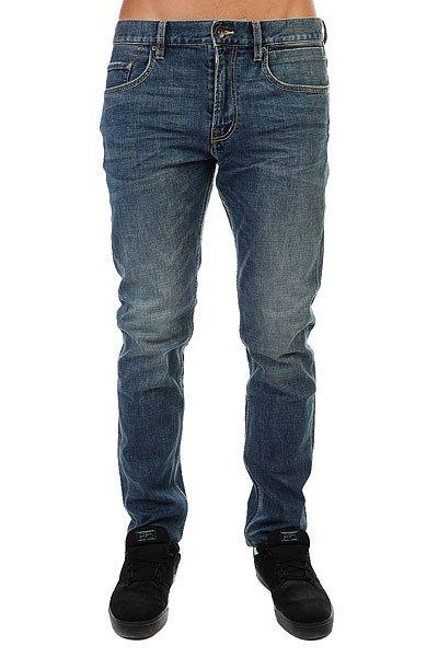 Джинсы прямые Quiksilver Revolvermeblu32 Medium BlueДжинсы<br>Прямые джинсы из эластичного хлопка с винтажным эффектом.Технические характеристики: Хлопок с добавлением эластана.Ткань средней плотности.Прямой крой.Традиционные пять карманов.Кожаная нашивка на поясе с логотипом Quiksilver.Эффект потертости и декоративные полоски-заломы в районе карманов.<br><br>Размер EU: W32<br>Размер EU: W30<br>Размер EU: W36<br>Размер EU: W28<br>Размер EU: W34<br>Размер EU: W33<br>Размер EU: W31<br>Цвет: синий<br>Тип: Джинсы прямые<br>Возраст: Взрослый<br>Пол: Мужской