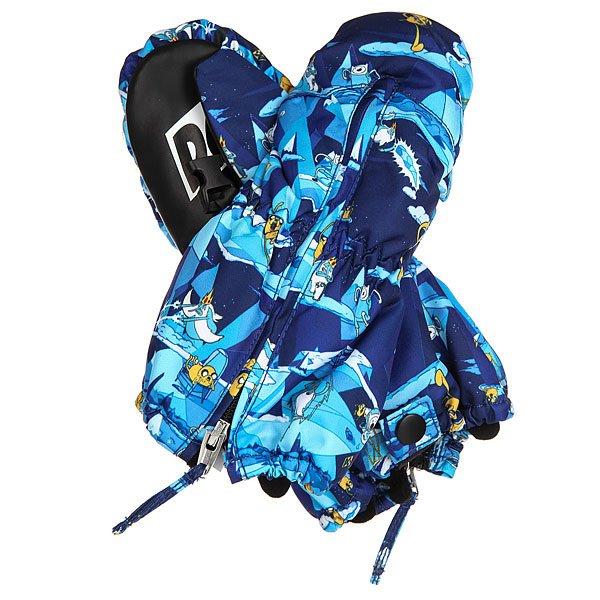 Варежки сноубордические детские DC Molan Adventure TimeСноуборд<br>Детские сноубордические варежки Molan с утеплителем.Технические характеристики: Утеплитель 130 г.Молния с тыльной стороны ладони.Фиксирующая петля на липучке Velcro на запястье.Регулируемый лиш.<br><br>Размер EU: M<br>Размер EU: L<br>Цвет: синий,белый<br>Тип: Варежки сноубордические<br>Возраст: Детский