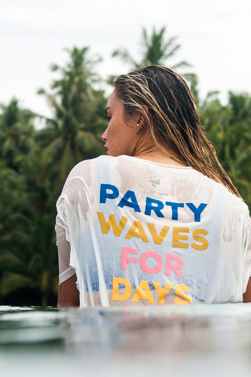 Футболка с графикой Party Waves