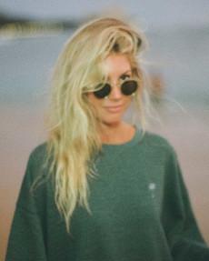 Женский свитшот Salty Blonde Vacation Mode